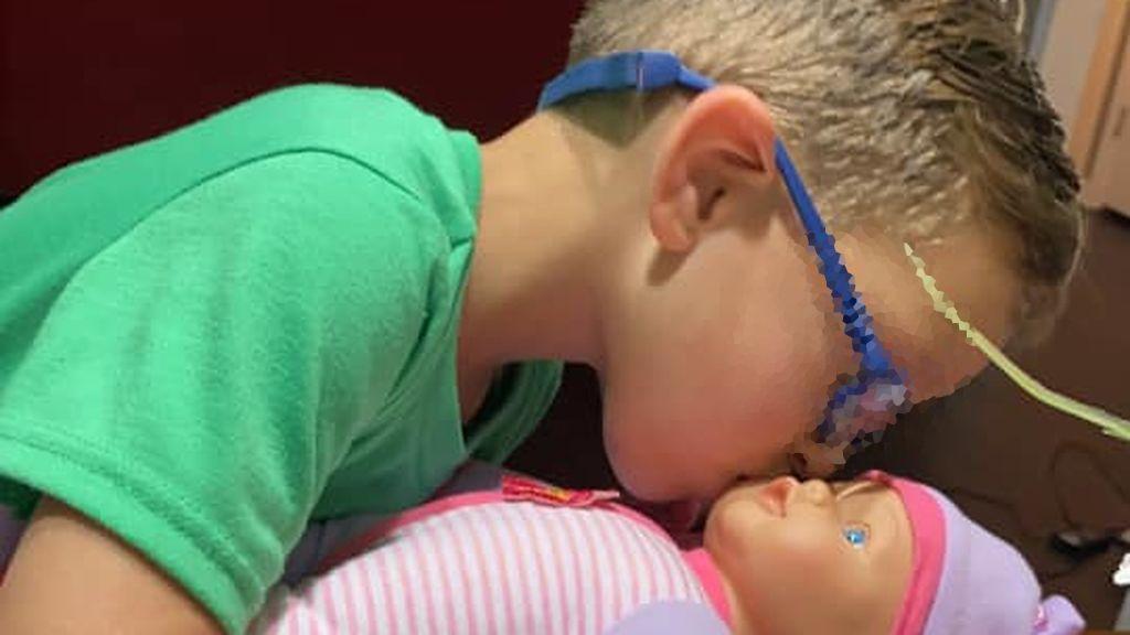 """La lección de un niño al pedir que le compren una muñeca porque """"quiere ser un gran padre"""": """"Lo mejor que he leído"""""""