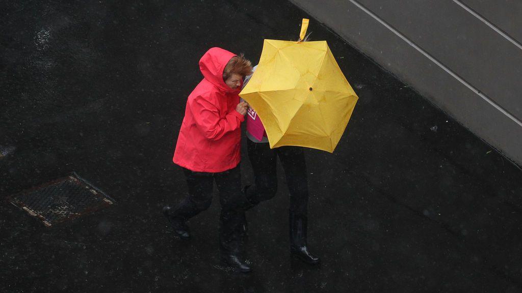 Aviso por lluvias en unas 10 comunidades autónomas: dónde va a caer más hasta el fin de semana