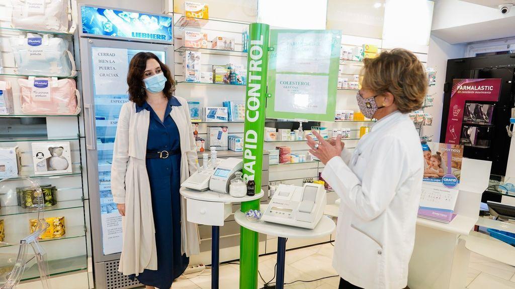 EuropaPress_3413699_presidenta_comunidad_madrid_isabel_diaz_ayuso_visita_farmacia