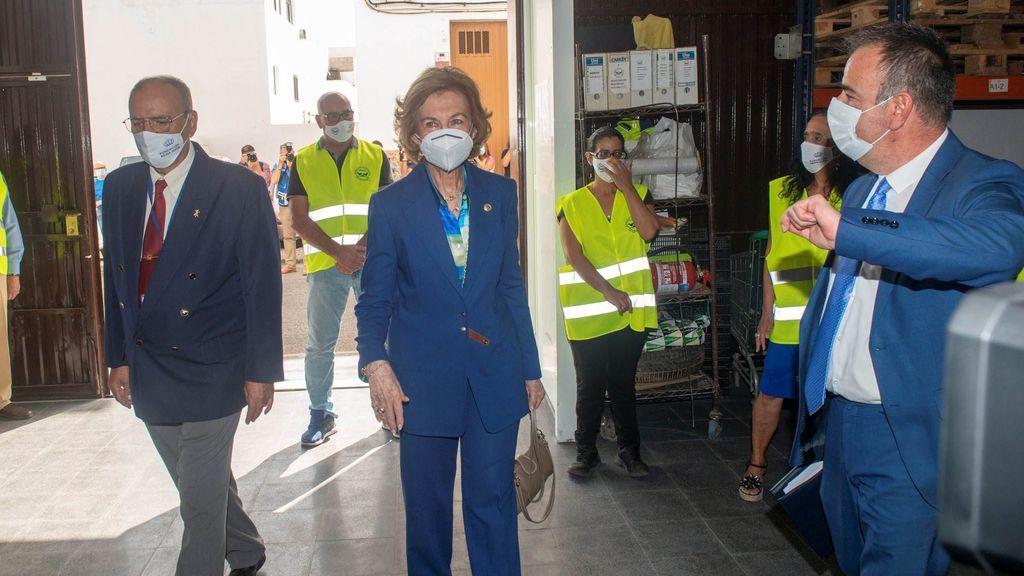 La reina Sofía, en el banco de alimentos de Arrecife, Lanzarote