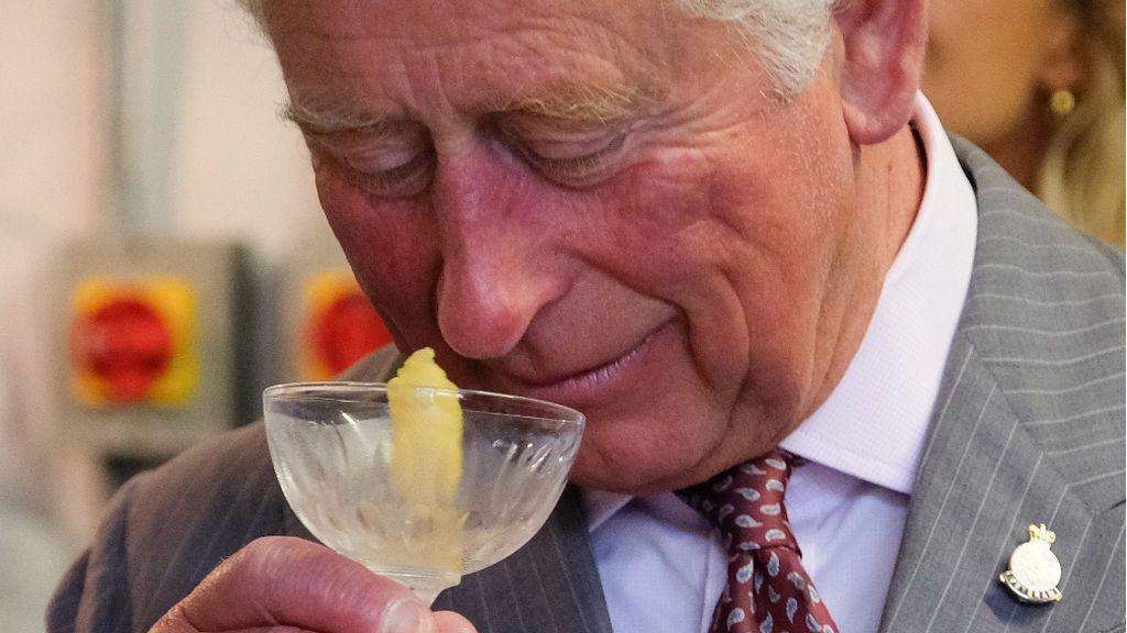 El príncipe Carlos de Inglaterra destila su propia ginebra inspirada en las hierbas de su jardín en Highgrove
