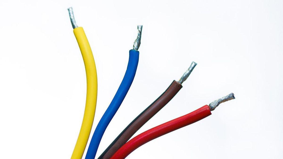 La curiosidad casi le mata: se mete un cable eléctrico por la uretra para saber de dónde viene la orina