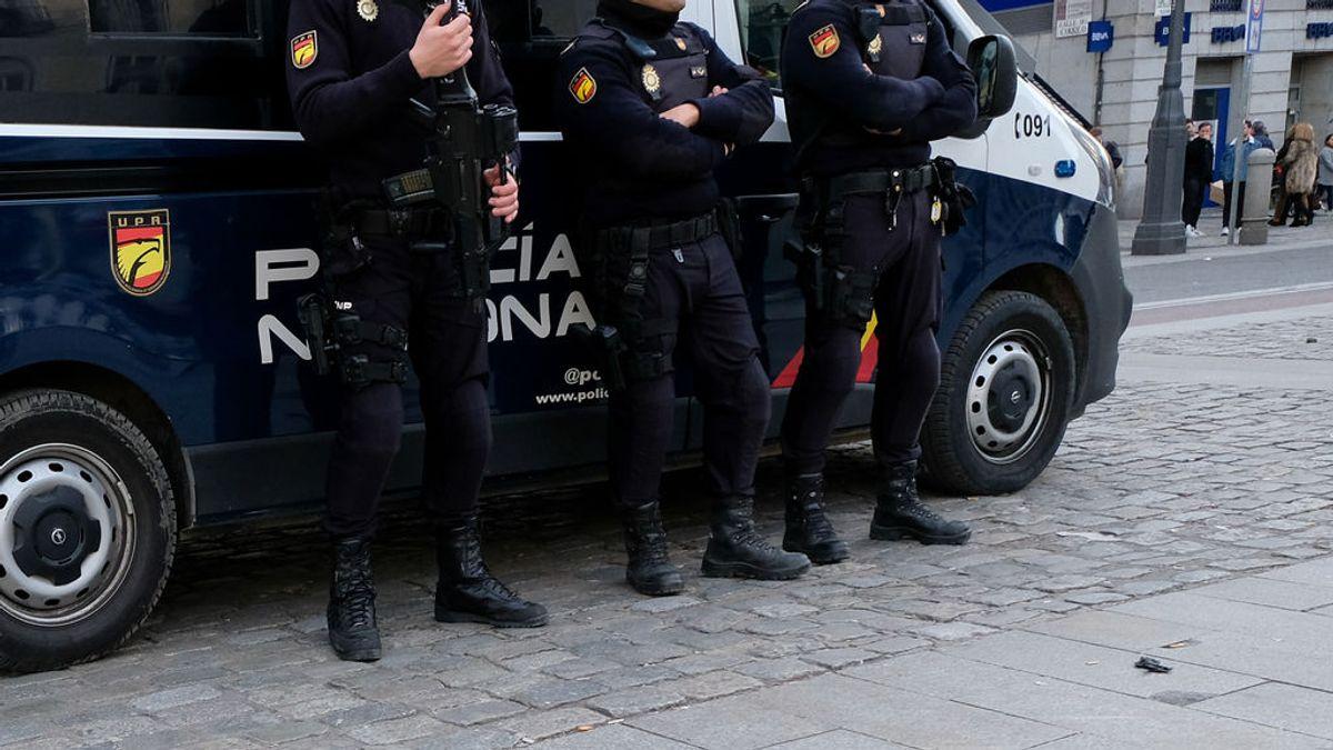 Unos 200 policías nacionales desmantelan una decena de narcopisos en el distrito de Latina de Madrid