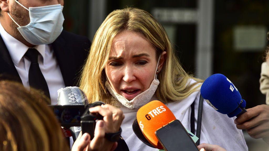 Ángela Dobrowolski, desahuciada de la casa de Josep María Mainat por orden judicial