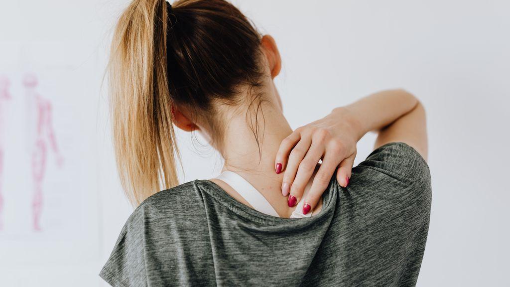 Fuera tensiones: 10 estiramientos de espalda y cuello para hacer en casa