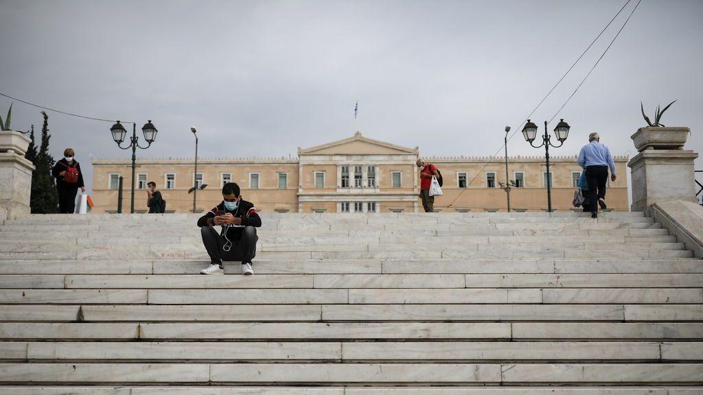 Grecia decreta un confinamiento de tres semana para frenar los contagios