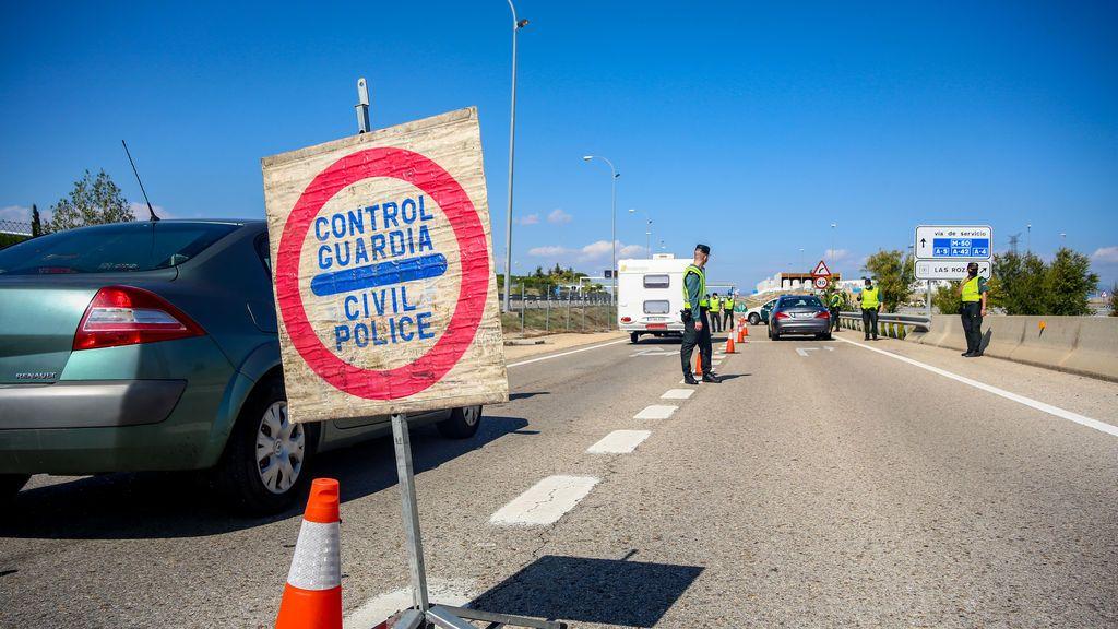 A las 00.00 entra en vigor el confinamiento perimetral de Madrid ante el puente de La Almudena