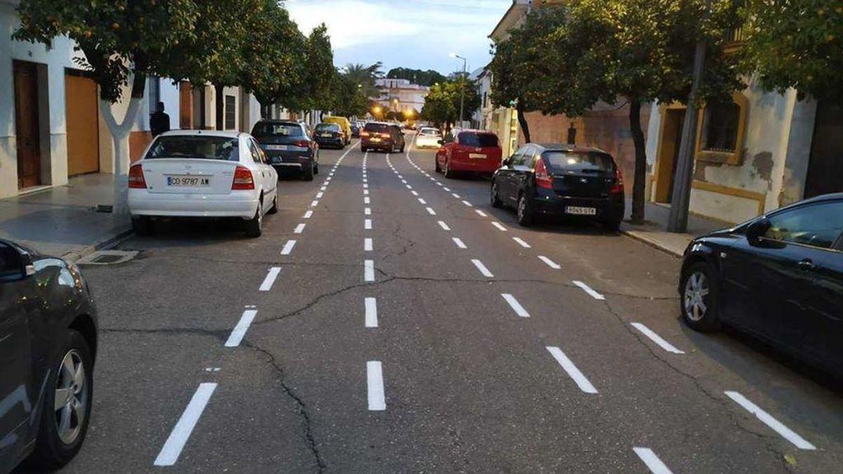 "El particular carril bici de Córdoba que desata los 'memes' en Internet: ""No respires, que no cabemos"""