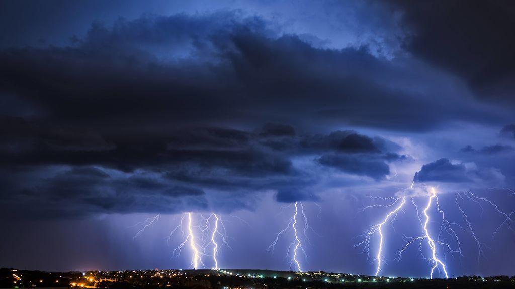 Lluvias de barro y más tormentas: el tiempo que va a hacer el viernes en España