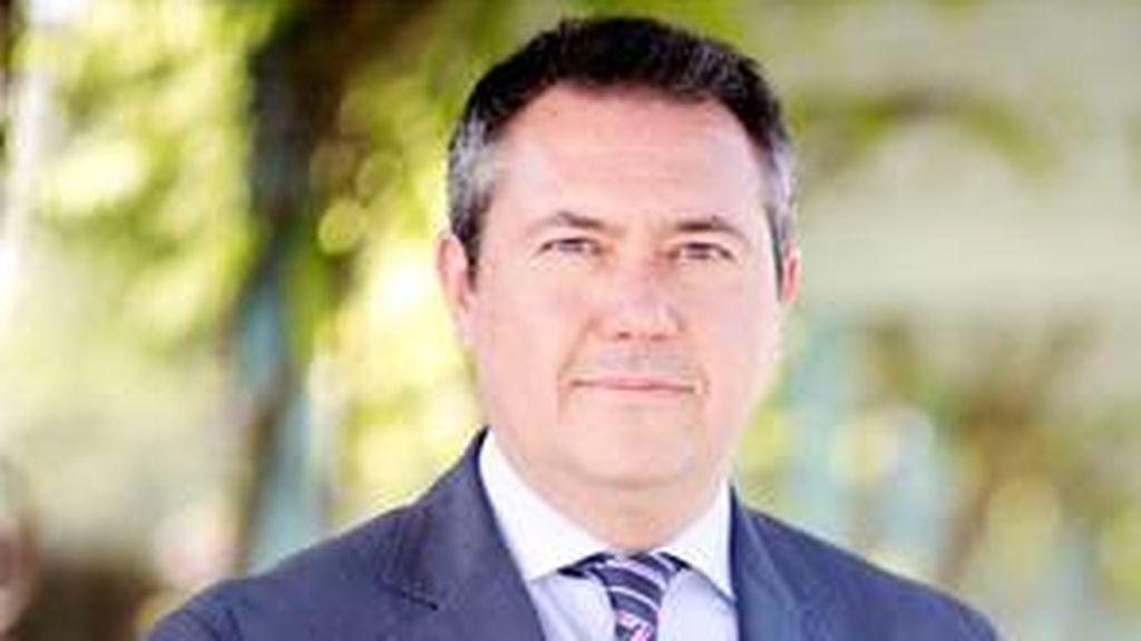 El alcalde de Sevilla confinado en su casa por contacto con un positivoA