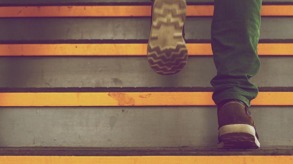 Dejar la vida sedentaria de lado gracias a la tecnología: diez trucos para superar los 10.000 pasos diarios recomendados por la OMS