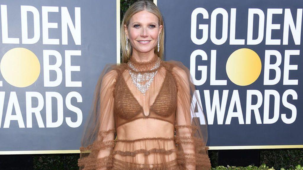 La actriz Gwyneth Paltrow dejó constancia de su buena forma física con un vestido de transparencias.