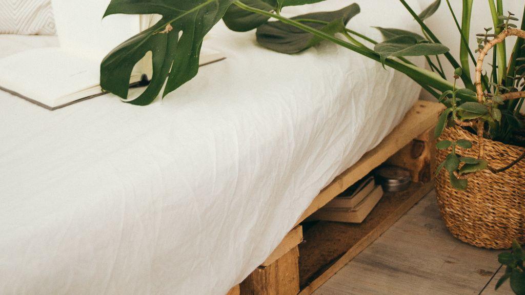 Los palés de madera aportan un toque rústico a cualquier dormitorio