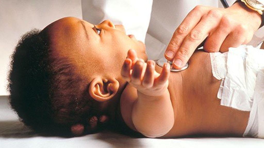 ¿Qué pasa si mi bebé nace con sobrepeso? Así afectan esos kilos de más a su corazón.