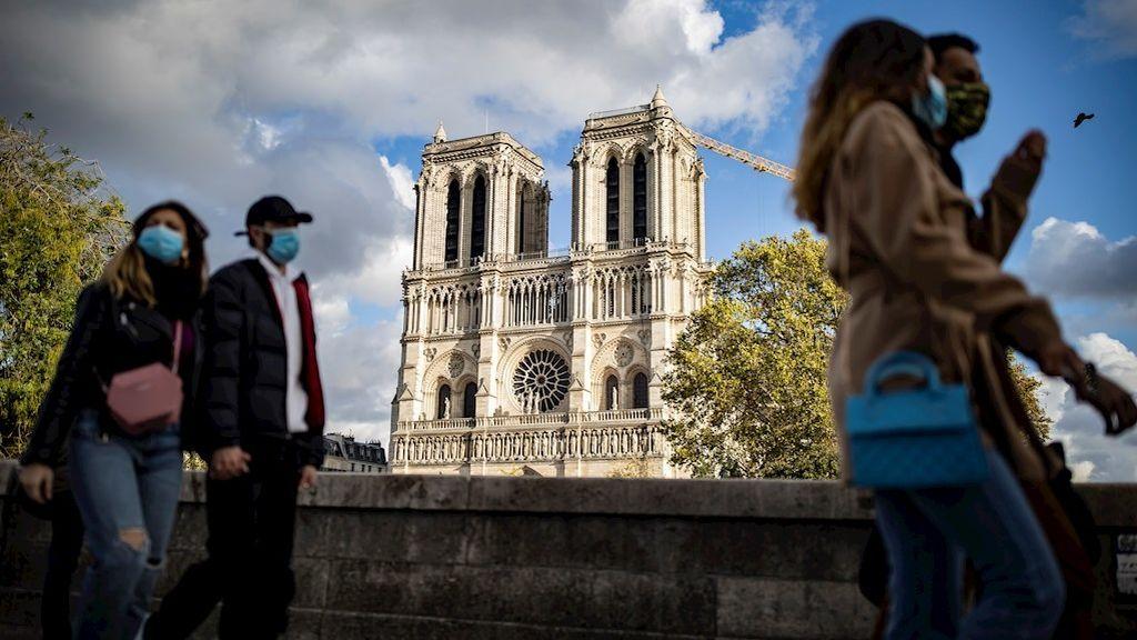 Francia supera los 60.000 contagios diarios y registra 828 nuevas muertes