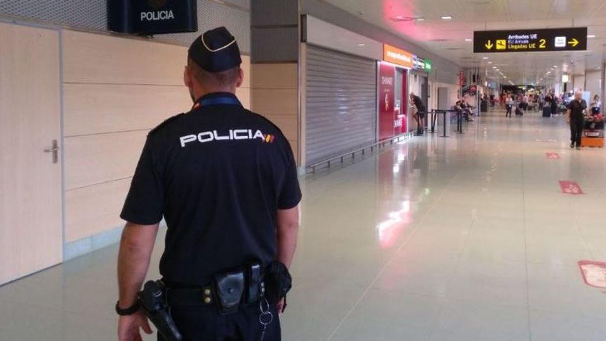 Detienen a una mujer en Ibiza por falsificar tres certificados de PCR para poder viajar