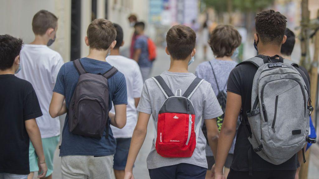 La Generalitat catalana recula y los profesores no deberán supervisar la PCR de sus alumnos