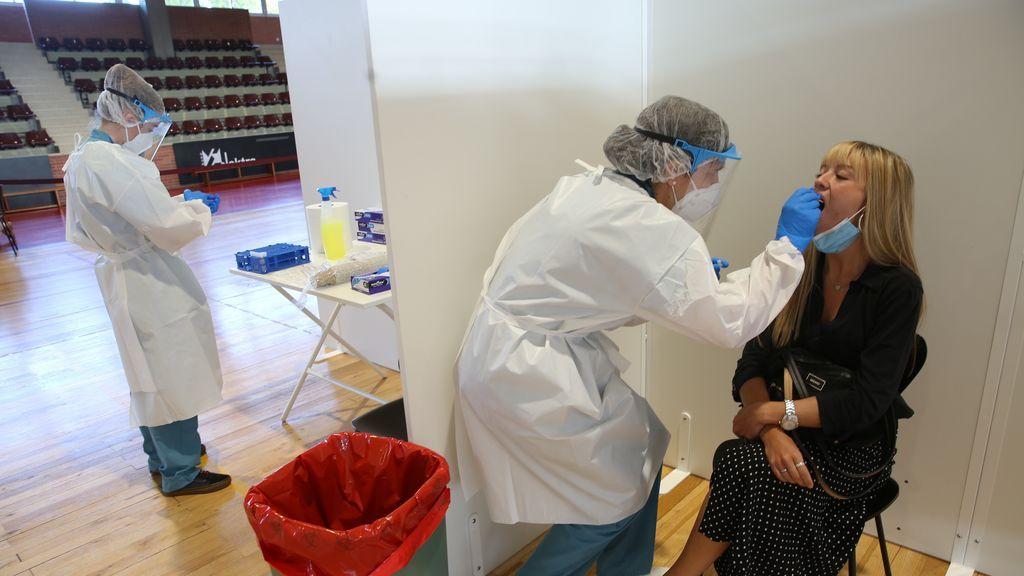 """Empiezan las PCR """"en lotes"""": la Complutense servirá de indicador de la pandemia en Madrid"""