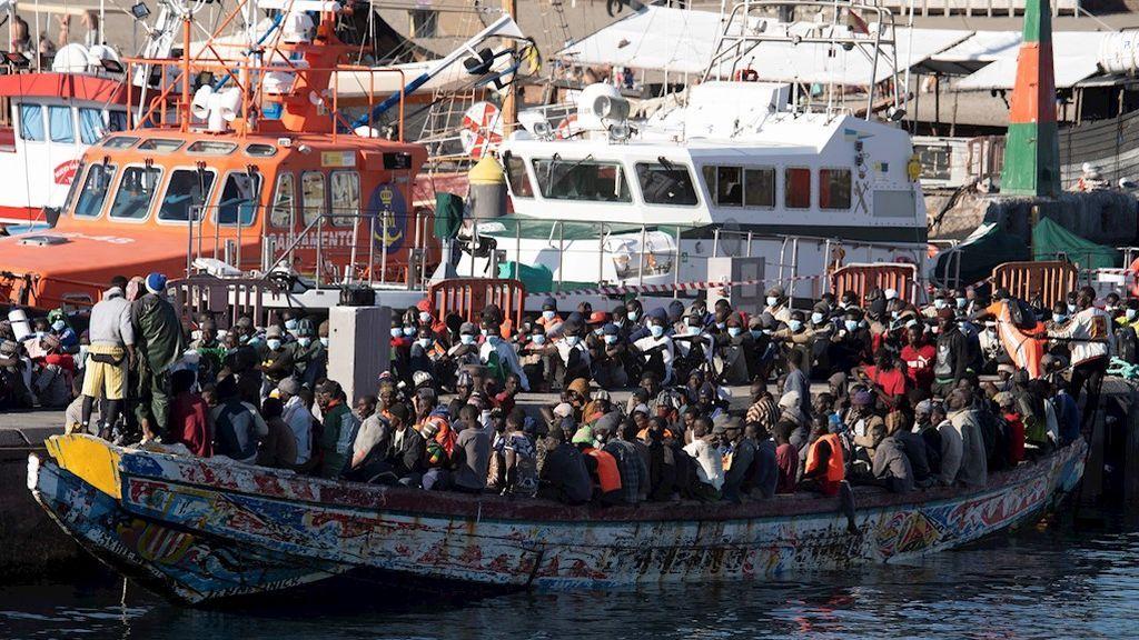 Más de 900 migrantes han llegado este sábado a las costas de Canarias