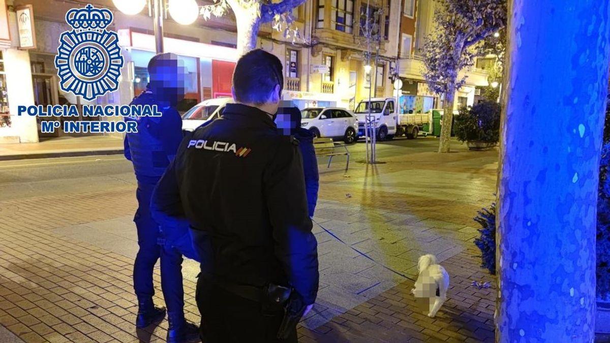 """Sancionan a una mujer en La Rioja por pasear a su perro de madrugada y sin mascarilla porque tenía """"jet lag"""""""