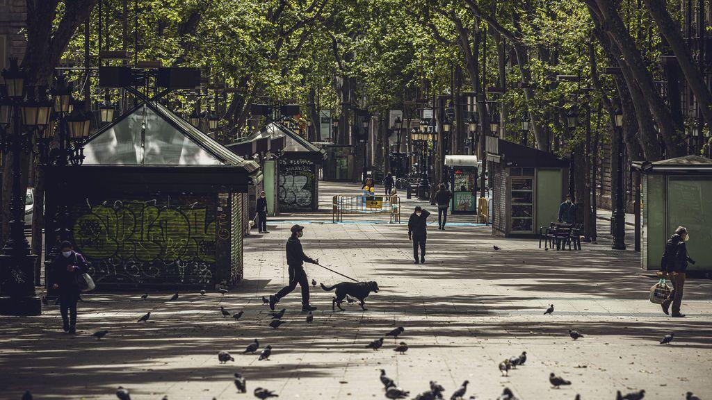 EuropaPress_2877754_23_april_2020_spain_barcelona_few_people_walk_at_the_deserted_rambla_street