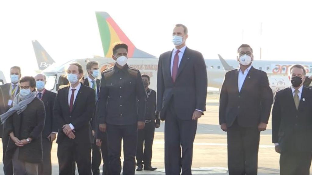 Felipe VI y Pablo Iglesias, incómodos ante una particular versión del himno de España en Bolivia