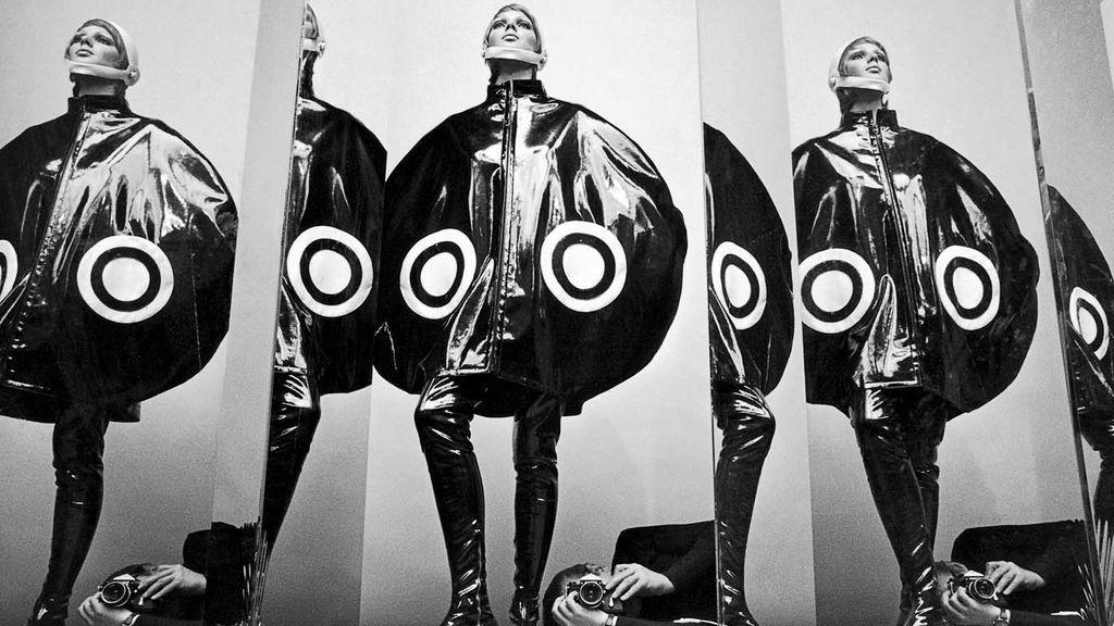 Helmut Newton trabajando para Elle en 1969.