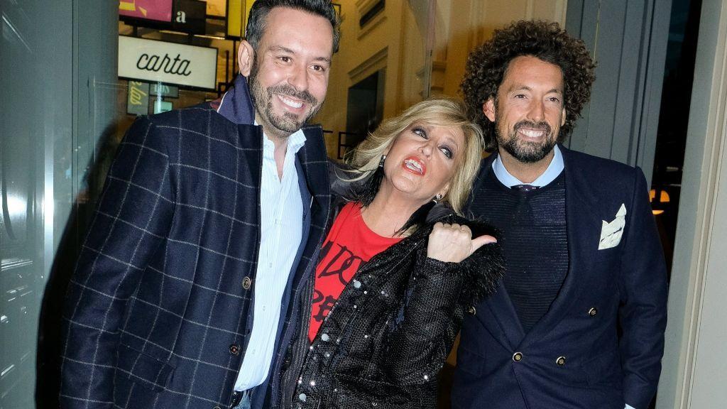 Lydia Lozano con Kike Calle y José Antonio León, dos de sus compañeros de 'Sálvame'