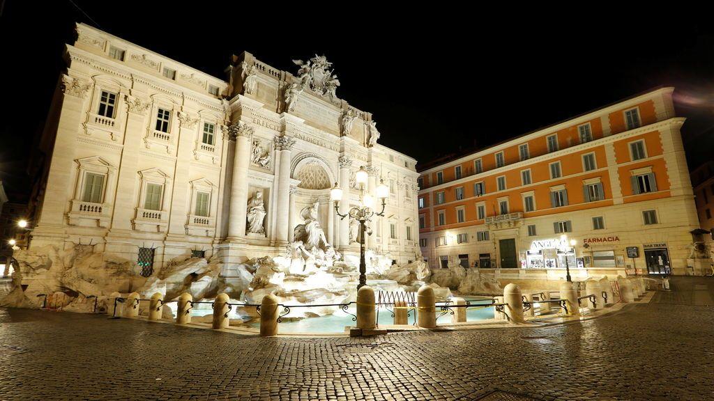 La Fontana di Trevi completamente vacía