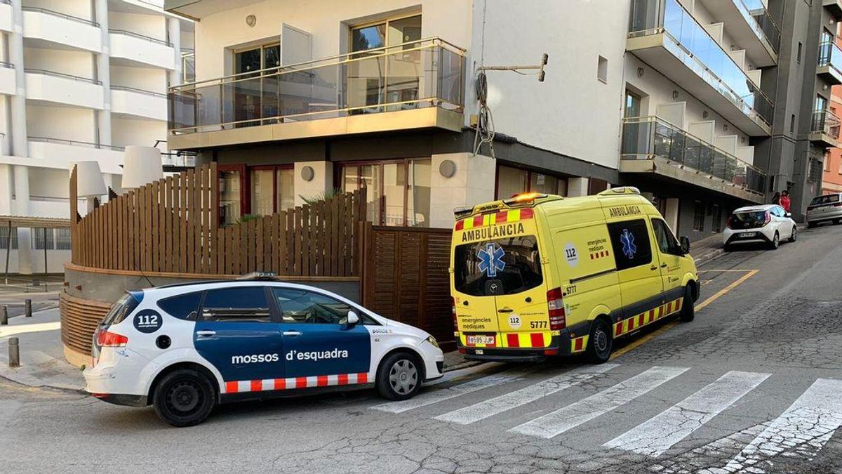 Un hombre mata a su mujer y se entrega a la policía local de Lloret de Mar para confesar el crimen