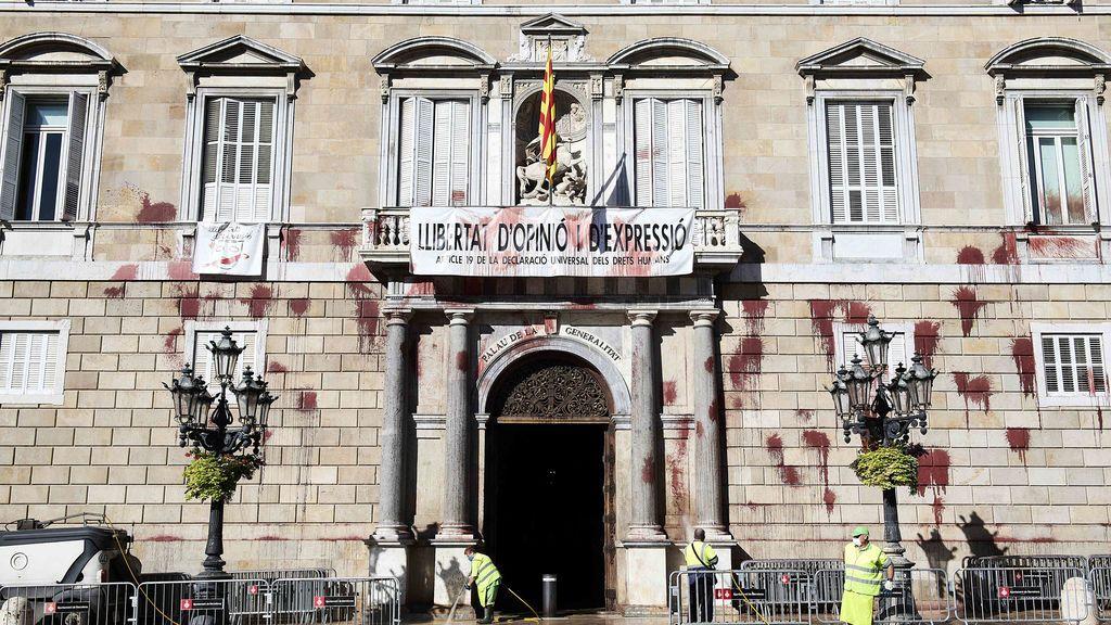Mossos d´Esquadra vigilarán las 24 horas el Palau de la Generalitat tras el ataque con pintura
