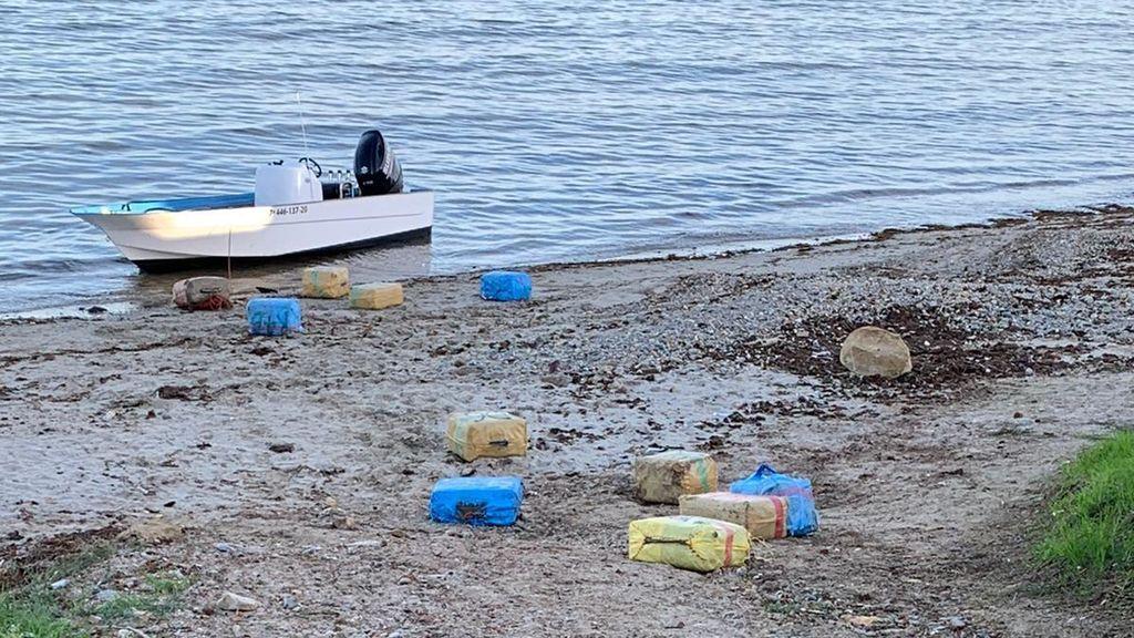 Tiros al aire en Algeciras: la Guardia Civil detiene a once narcotraficantes tras un alijo en una playa del centro de la ciudad