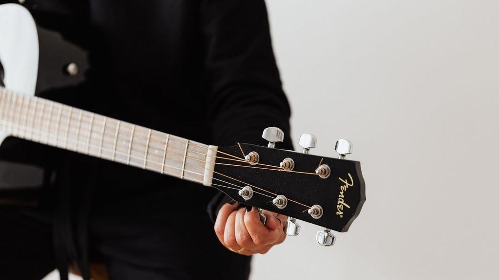 De los trucos de siempre hasta aplicaciones móviles: cómo afinar una guitarra
