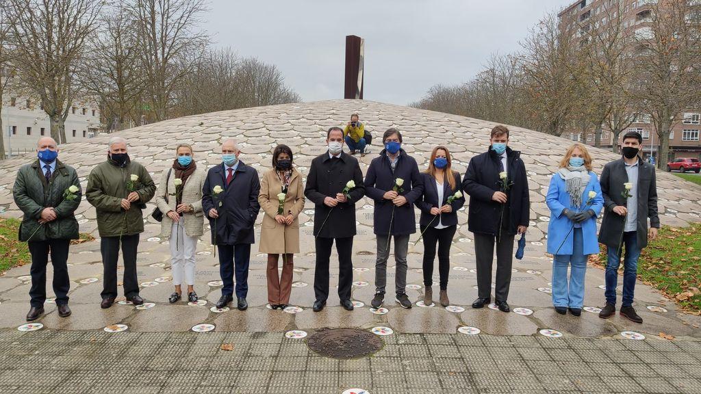 Acto de PP+Cs ante el Monumento en recuerdo de las víctimas en Vitoria.