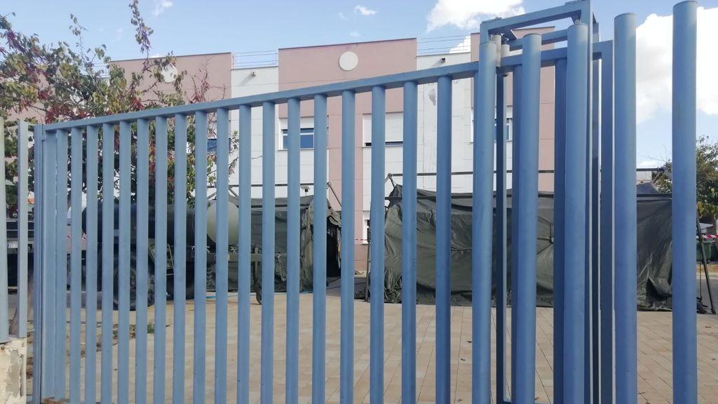 El Regimiento de Defensa NBQ ha desplegado unas carpas en la residencia.