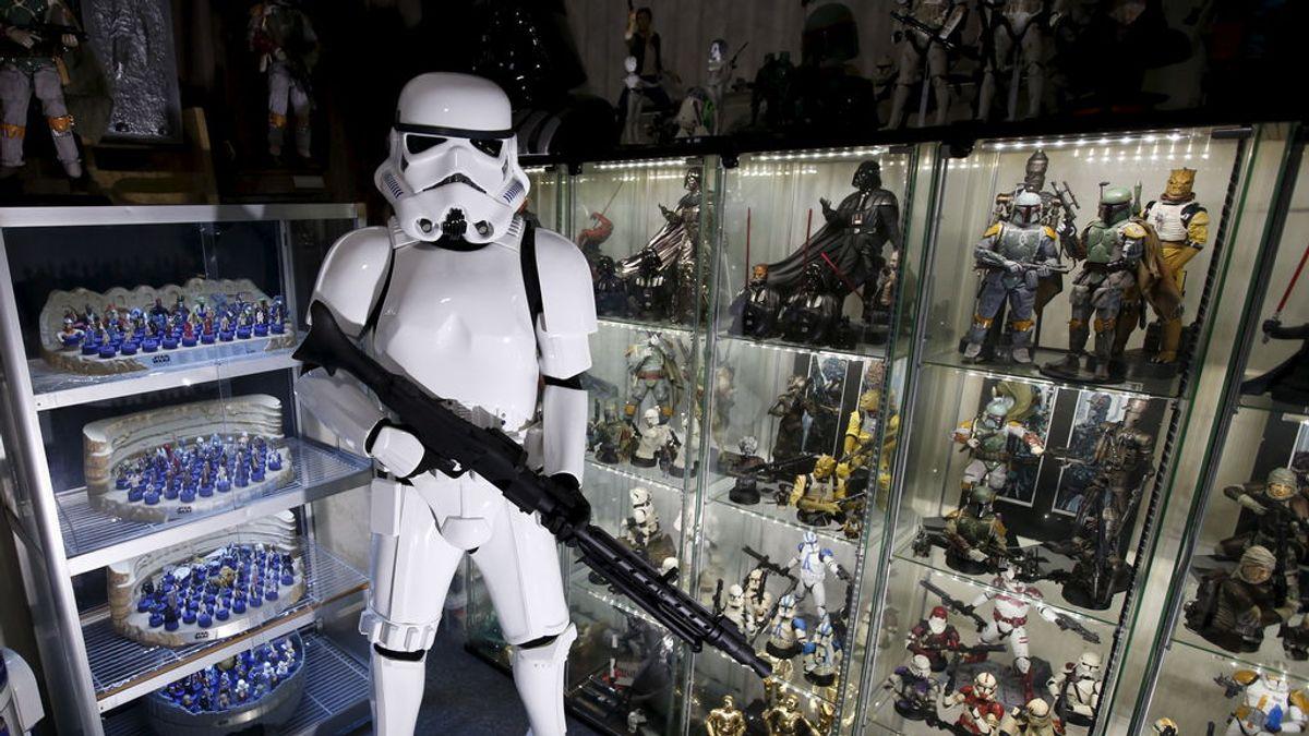 Un matrimonio gana casi medio millón de euros tras subastar una colección de Star Wars que casi tiran