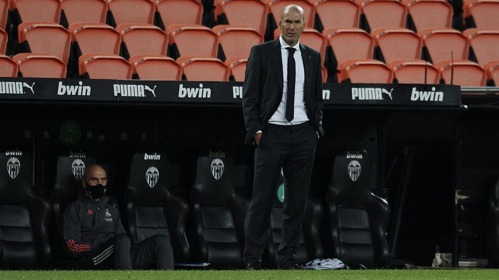 Pese a sacar la cara en público por sus jugadores, Zidane tiene decidido tomar decisiones importantes tras el desastre en Valencia