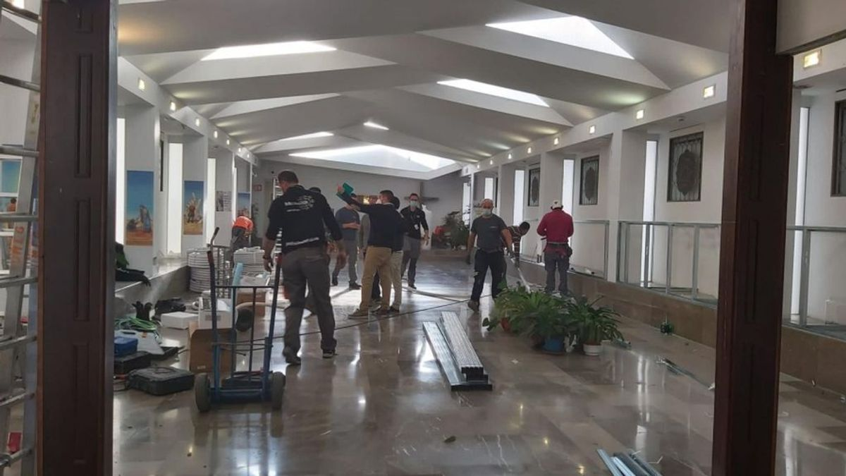 Transforman la capilla de un hospital en una sala UCI ante el colapso sanitario de Granada