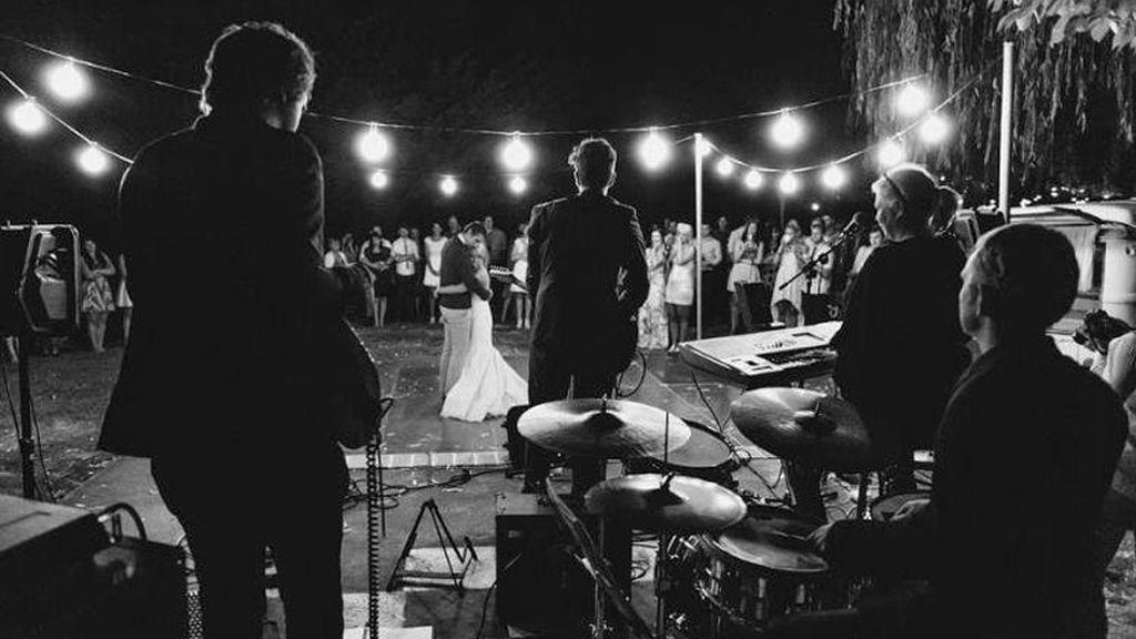 ¿DJ, banda de música o coro? Estas son las mejores opciones si quieres tener música en directo en tu boda.