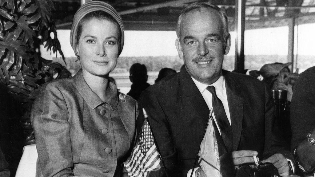 Grace Kelly con el príncipe Rainiero de Mónaco