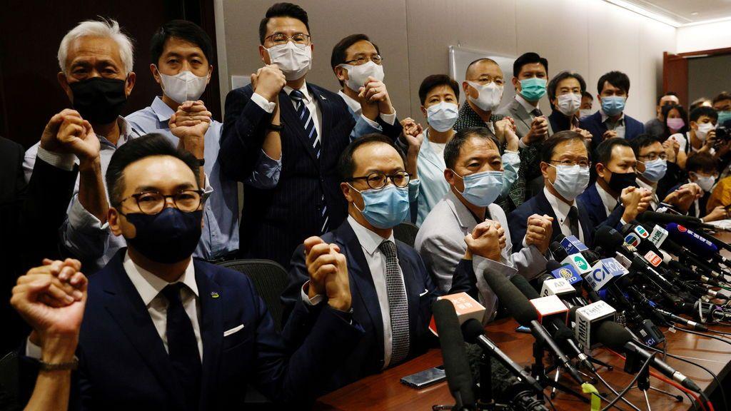 La oposición de Hong Kong dimite en bloque para protestar por la injerencia china