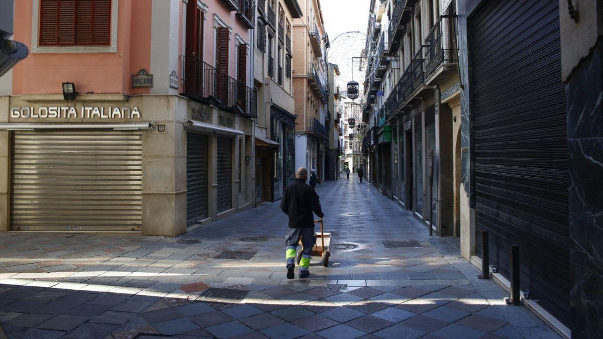 La pandemia cambia la vida de los españoles: de pasar hasta cinco horas fuera de casa a no llegar ni a dos según el CIS