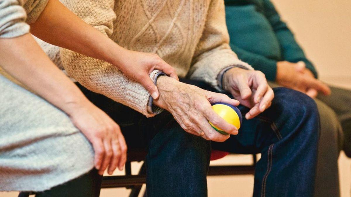 ¿Cuánto cuesta de media tener alguien cuidando a tus mayores?