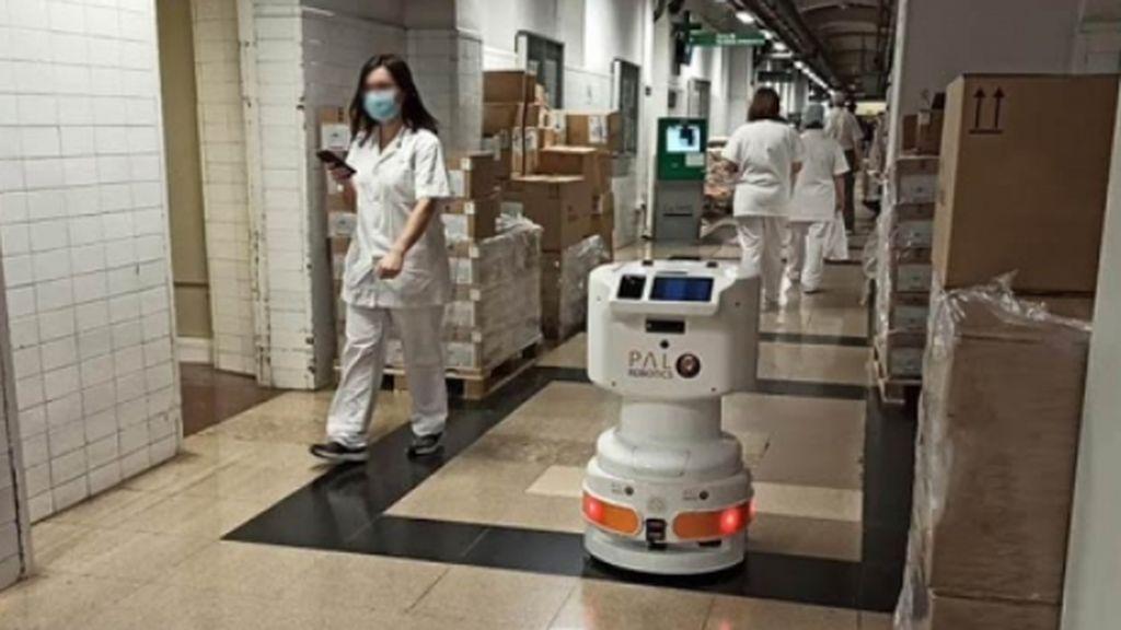 Tiago, el robot que echa una mno en los hospitales