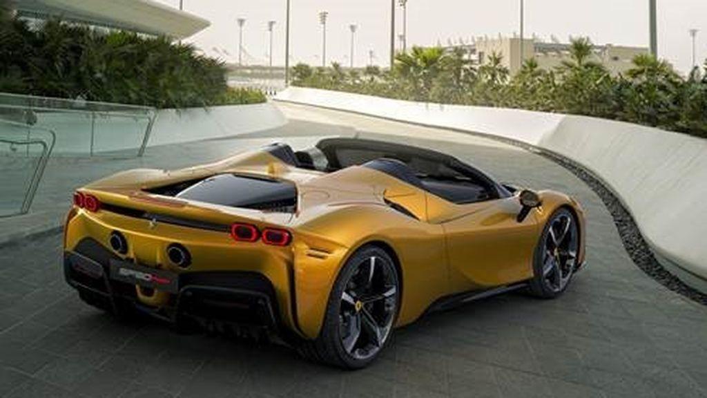 Ferrari SF90 Spider lateral