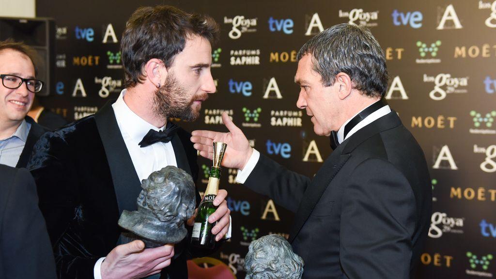 Dani Rovira y Antonio Banderas en los premio Goya
