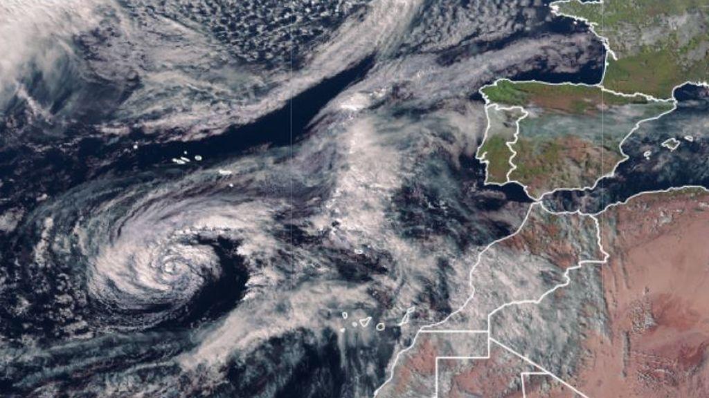 Ciclón Theta en Canarias y frente rozando Galicia: el tiempo que nos espera el viernes