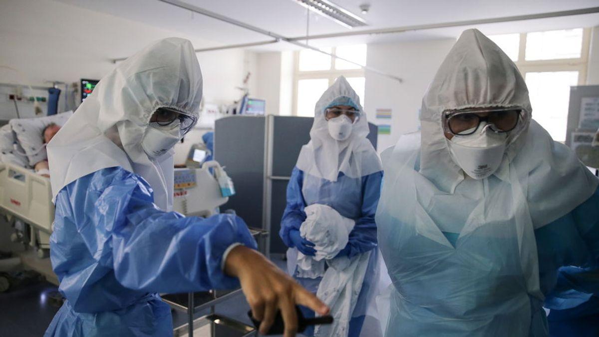 """Un científico italiano advierte: """"Ninguna vacuna podrá extinguir la pandemia por sí sola"""""""