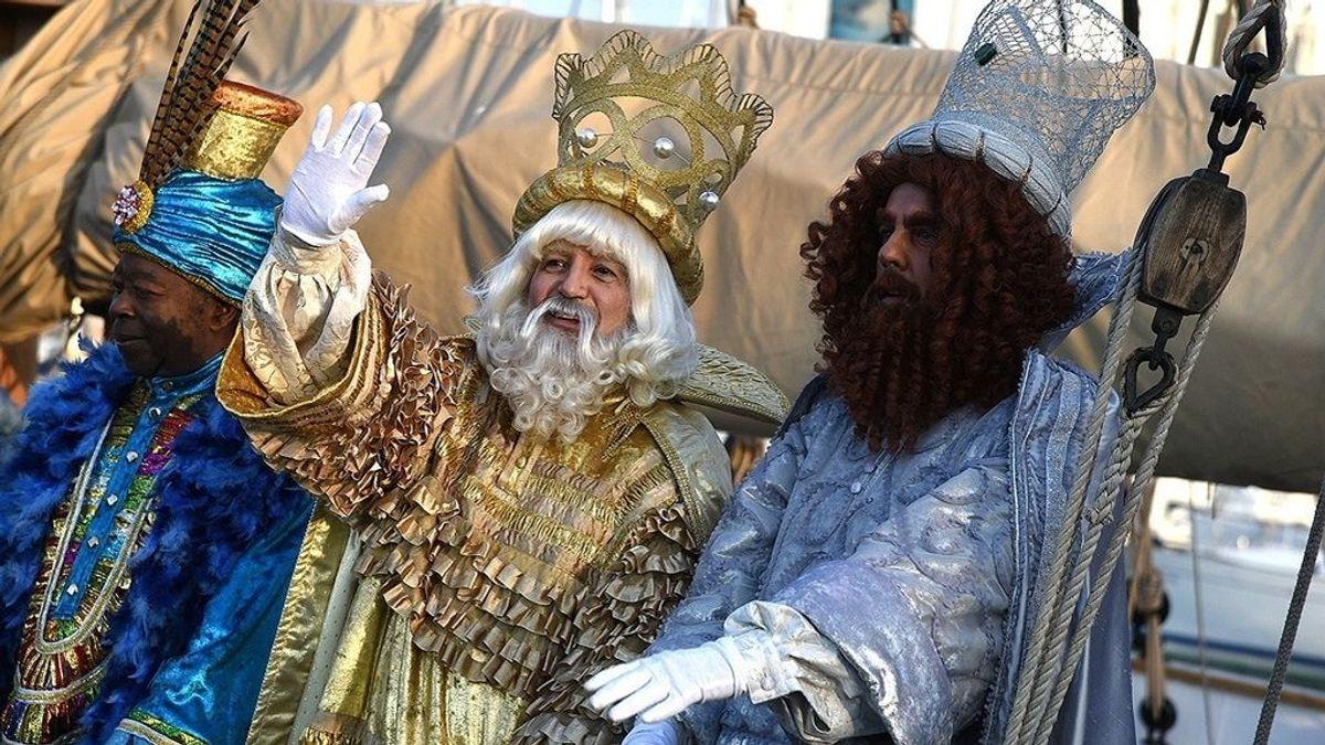 Los Reyes Magos sustituyen su tradicional cabalgata por un programa de televisión para visitar Barcelona