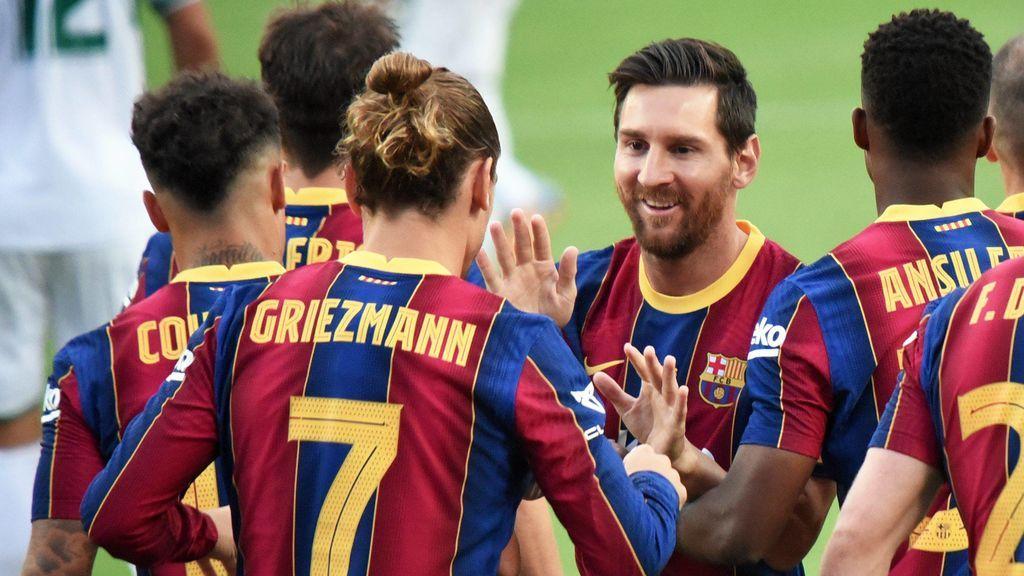 Los jugadores del Barcelona celebran un gol en el Camp Nou.